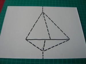 Trait plein = couper; Traits pointillés = plier